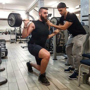ragazzo che si allena per la massa magra