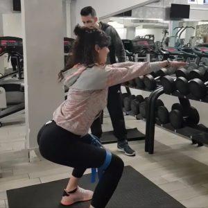 daniele macri personal trainer roma squat con elastico